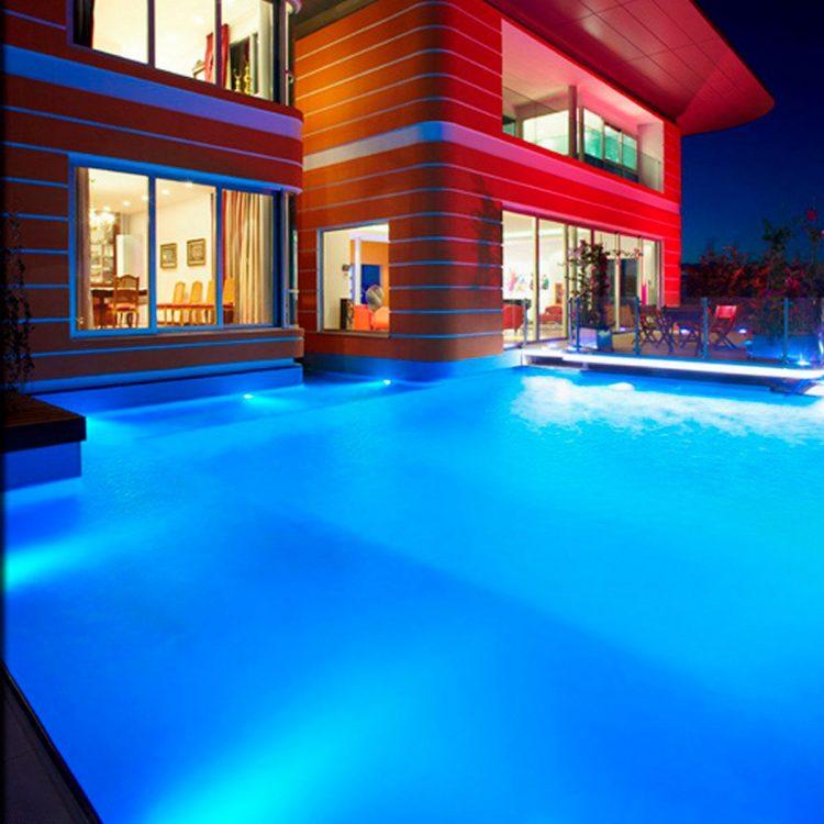 Pon un led en tu piscina
