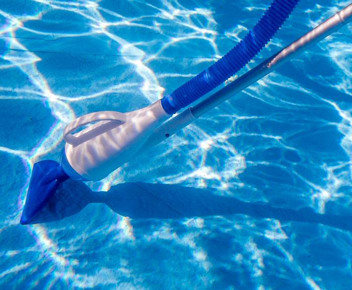 limpiafondos de apiración manual para piscinas