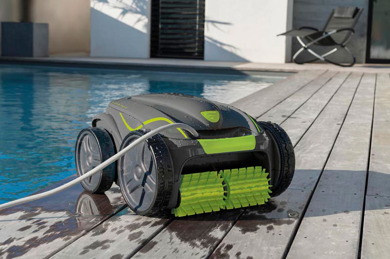 electric robot for swimming pools