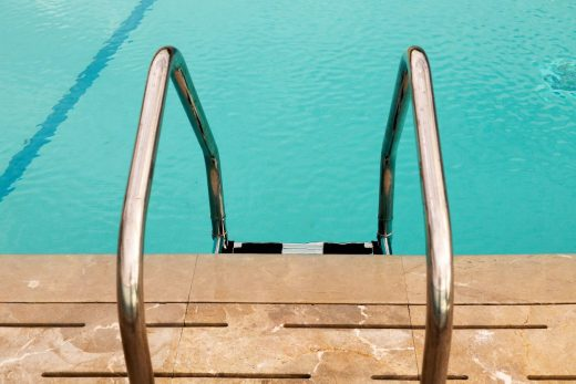tips to clean the pool all year round
