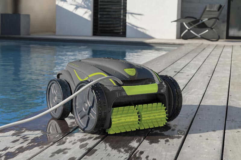 clean a pool with a Gre pool Cleaner