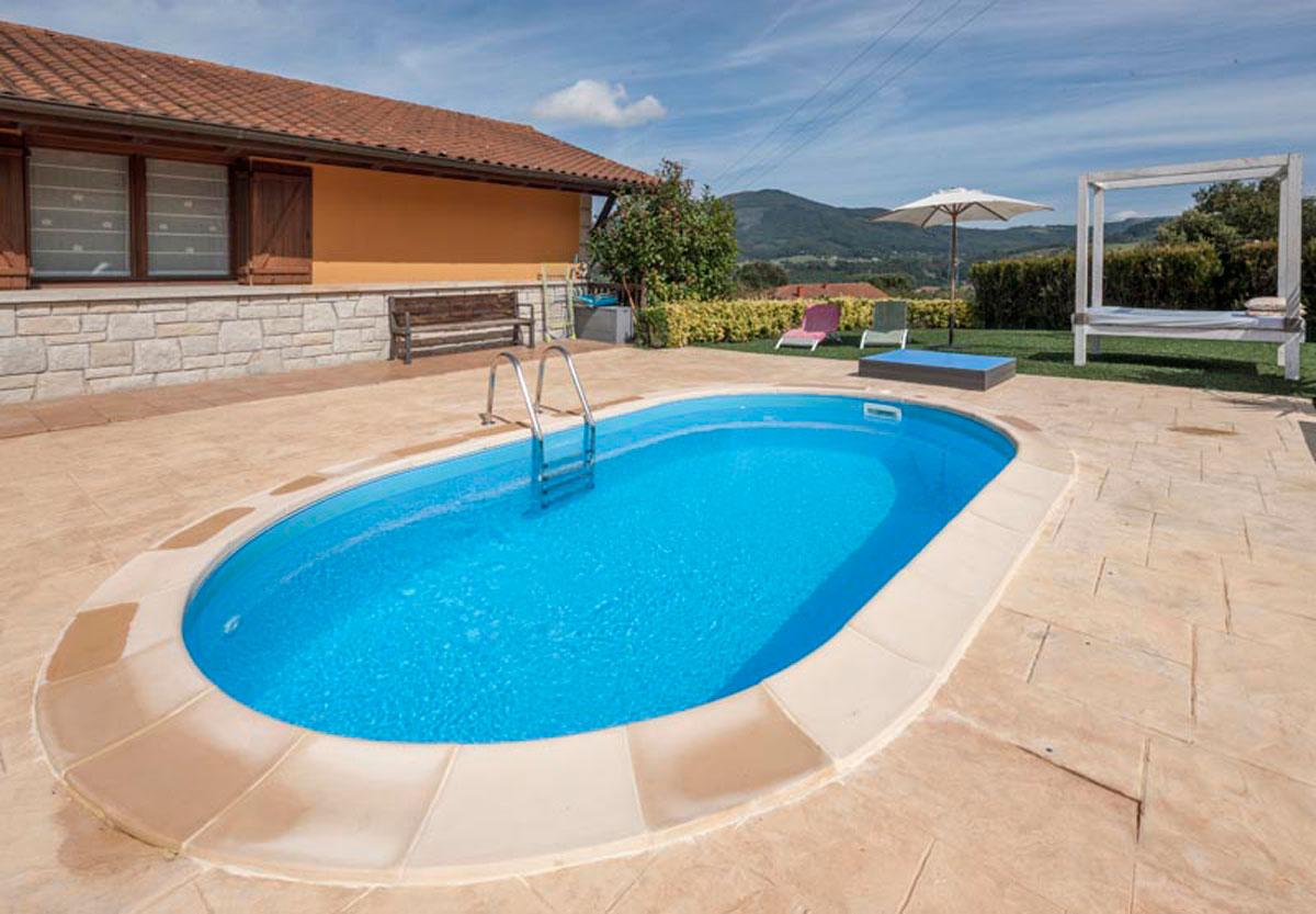 instalar una piscina en el jardín