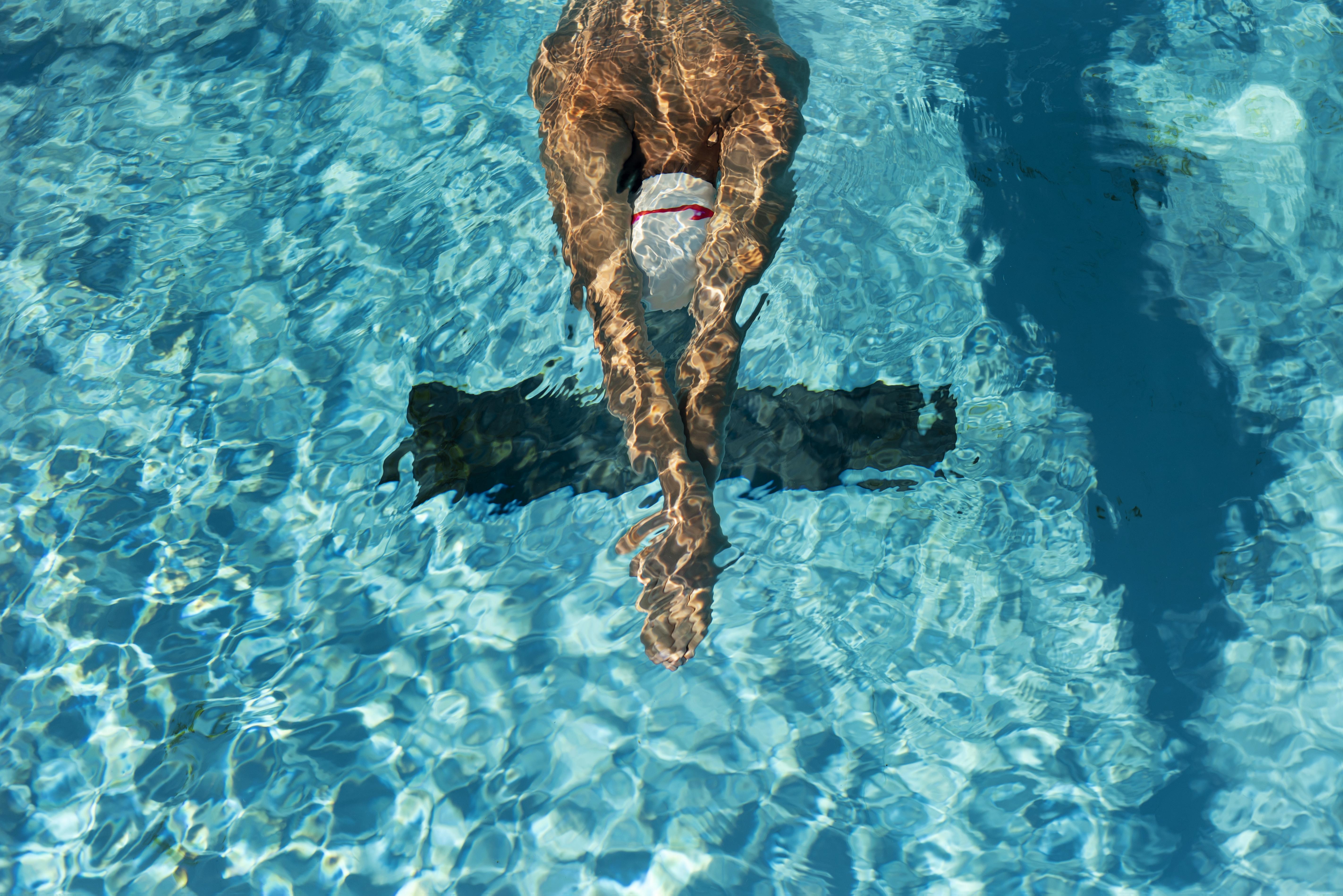 nadador-piscina